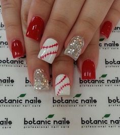 I've always loved baseball! Check out these nails! #BaseballNails #Manicure