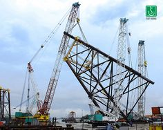 Raising one leg of many for an oil rig platform. ☝️ Crawler Crane, Oil Rig, Rigs, King Size, San Francisco Skyline, Raising, Platform, Trucks, Wedges