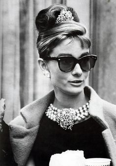 Audrey Hepburn was a fashion and style icon with a timeless fashion. Here are some ways you can keep her style alive. Get your Audrey Hepburn style on! Audrey Hepburn Outfit, Audrey Hepburn Mode, Audrey Hepburn Sunglasses, Audrey Hepburn Breakfast At Tiffanys, Aubrey Hepburn, Audrey Hepburn Birthday, Audrey Hepburn Givenchy, Hollywood Party, Old Hollywood