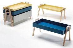 Las bandejas apilables de colores con patas de haya hacen diferente a Stack, 1.372 €, de Living Divani.