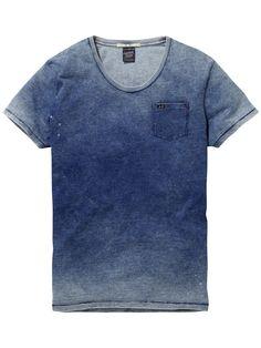 Tipo moletom jeans Scotch And Soda - Men's Bleached Indigo Tee Denim Tees, Denim T Shirt, Camisa Lisa, Tye Dye, Cool Tees, Denim Fashion, Shirt Outfit, T Shirts, Menswear