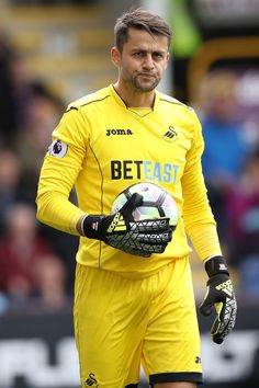 Lukasz Fabianski of Swansea City during the Premier League match between Burnley… Football Baby, Football Players, Messi, Leeds United Football, Premier League Matches, Burnley, Swansea, Online Gratis, Goalkeeper