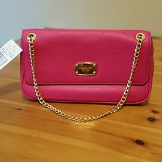 NWT MK Shoulder Purse NWT Gorgeous hot pink leather shoulder purse with gold hardware and gold chainlink strap. Exterior has a large pocket on the back. Interior has two medium pockets and cc holders. Trade value if full price but i love this purse and dont know if i really want to let it go. I have these weird purse/andrea bonding moments. Ughhhl. 10.5?6?2.5 Michael Kors Bags Shoulder Bags