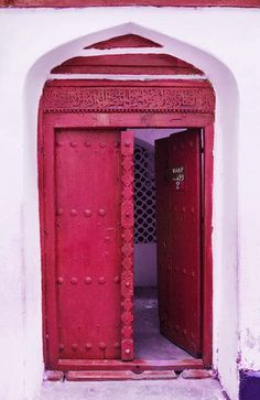 Light Maroon vintage door from some Maghreb, Sahara, or Arabian land. Probably Moroccan, seeing how the door arches into a hood of some sort. #home #decor #red