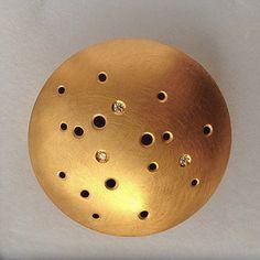 Custom made brooch by Julie Bégin. 14k gold and diamonds.