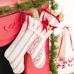 25 Adorable and Free DIY Stockings -Flamingo Toes
