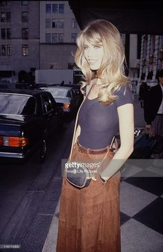 Color rubio, cool hairstyles, hairstyles with bangs, long layered hair, 70s Outfits, Claudia Schiffer, 90s Hairstyles, Hairstyles With Bangs, 90s Haircuts, Vintage Hairstyles, Hair Inspo, Hair Inspiration, Fashion Models