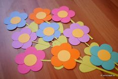 Frühling-Spring-Ostern-Fensterbild-Fensterdeko-Fenster-Dekoration-Pastell-Blumen-Stanzer-einfach-kleben-Cardstock-Papier-Blumenstrauß