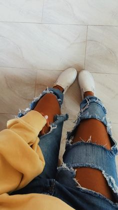Pinned onto 2018 winter outfits Board in 2018 winter outfits Category Mode Outfits, Jean Outfits, Casual Outfits, Fashion Outfits, Womens Fashion, Fashion Trends, Trendy Teen Fashion, Yellow Outfits, Fall Winter Outfits