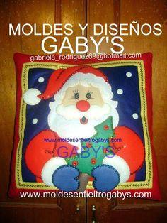 quien comparte molde de cojines navideños!!! Felt Pictures, Christmas Holidays, Snoopy, Santa, Teddy Bear, Toys, Crafts, Animals, Queen