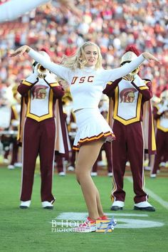 College Cheerleading, College Football, University Of Los Angeles, Sports Fights, Usc Trojans, Hot Cheerleaders, University Of Southern California, Cheer Pictures, Sports Photos
