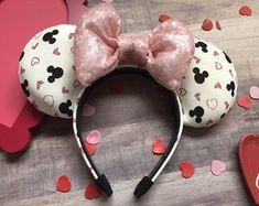 Valentine's Day Mouse Ears 2 Minnie Mouse Ears Disneyland, Disney Ears Headband, Mickey Mouse Art, Disney Mickey Ears, Disney Diy, Disney Crafts, Disney Stuff, Disney Ideas, Disney Magic