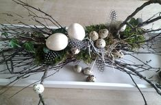 Pasen | Huisjekijken Easter Table Decorations, Handmade Decorations, Easter Wreaths, Holiday Wreaths, Deco Floral, Easter Crafts, Happy Easter, Spring, Easter Eggs