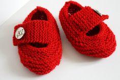 Chaussons rouges pour la maison : Mode filles par creations-fait-main-divers