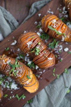 Even non-sweet potato eaters will fall in love with this recipe. Between the slightly crisp pieces and the garlicky basil sauce they are sure to fall in love. Get this quick recipe here. Sweet Potato Recipes, Quick Recipes, Real Food Recipes, Cooking Recipes, Yummy Food, Healthy Recipes, Yam Recipes, Meatless Recipes, Paleo Meals