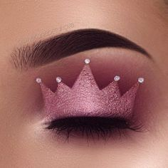 nice Glamour Make Up with Crown Eyeshadow New Trends Makeup Eye Looks, Eye Makeup Art, Colorful Eye Makeup, Pink Makeup, Crazy Makeup, Eye Art, Cute Makeup, Makeup Style, Colorful Eyeshadow