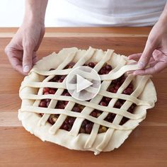 Watch how to make a woven lattice-top #pie! More pie and tart recipes: http://www.bhg.com/recipes/desserts/pies/fruit-pies-tarts/