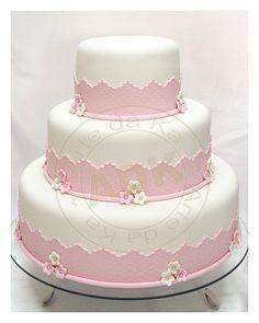 Bolo branco e rosa Girly Cakes, Fancy Cakes, Fondant Cakes, Cupcake Cakes, Fondant Bow, Car Cakes, Fondant Tutorial, Fondant Flowers, Fondant Figures