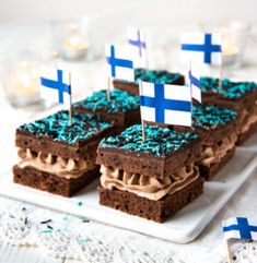 Täytetyt mokkapalat Finnish Recipes, Independence Day, Diy And Crafts, Food And Drink, Cupcakes, Treats, Baking, Breakfast, Sweet