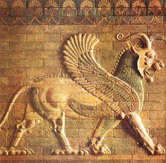mesopotamia images | Grifos alados de la puerta de Jerjes en Persépolis.