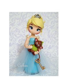 Princesa Cinderela Feita em biscuit, com aproximadamente 15cm de altura Polymer Clay Figures, Cute Polymer Clay, Polymer Clay Dolls, Fondant Figures, Polymer Clay Projects, Clay Crafts, Play Clay, Elsa, Sugar Art