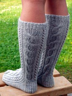 KARDEMUMMAN TALO: sukat Diy Crochet And Knitting, Crochet Socks, Knitting Socks, Hand Knitting, Knitting Patterns, Best Baby Socks, Woolen Socks, Sexy Socks, Knee Socks