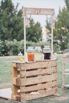 """""""I do"""" to these Fab 100 Rustic Wooden Pallet Wedding Ideas . - Geburtstagsideen -Say """"I do"""" to these Fab 100 Rustic Wooden Pallet Wedding Ideas . Reception Backdrop, Wedding Reception, Wedding Day, Diy Wedding Bar, Wedding Backyard, Chic Wedding, Wedding Trends, Wedding Styles, Wedding Table"""