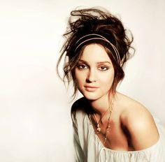 Love an exposed shoulder.  And Leighton Meester.