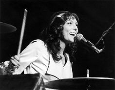 FEBRUARY 4,  1983: American singer, musician and drummer, Karen Carpenter dies due to heart failure caused by her long suffering with anorexia. Her death increased the awareness about the disease.