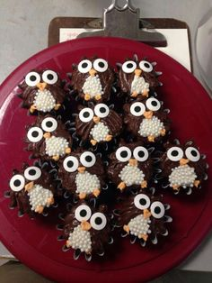 owl cupcakes ♥ Lydia Lafond i thought of you when i saw these ! Owl Cupcakes, Yummy Cupcakes, Cupcake Cakes, Fruit Cakes, Monkey Cupcakes, Cupcake Ideas, Mademoiselle Cupcake, Owl Food, Ladybug Cakes
