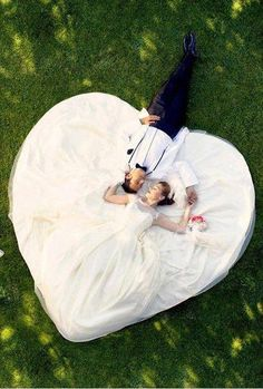Heart- love this idea, will make my girls get this wedding photo done. ;)