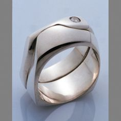 Tim McCreight - Metal Clay the finish in this blows me away Metal Clay Rings, Metal Clay Jewelry, Jewelry Art, Jewelry Accessories, Jewelry Design, Precious Metal Clay, Silver Work, Wow Products, Metal Working