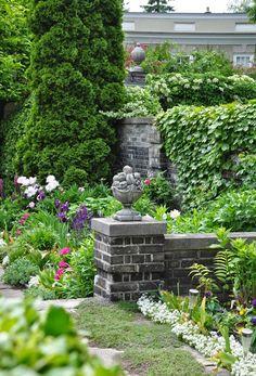 close-up dianthus, iris, salvia, peonies, lush greenery - Three Dogs in a Garden Rayong, Beach Gardens, Outdoor Gardens, Beautiful Landscapes, Beautiful Gardens, Evergreen Garden, Garden Pots, Garden Ideas, Beer Garden