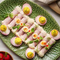 Izu, Sushi, Easter, Table Decorations, Ethnic Recipes, Food, Turmeric, Easter Activities, Essen