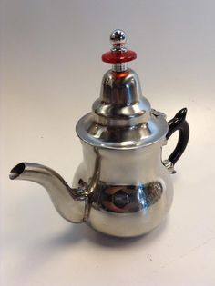 Moroccan Tea Pot & 2 Tea Glasses This is a beautiful Teapot is Made in Morocco Small size pot ( serves up Moroccan Furniture, Small Tea, Tea Glasses, Mint Tea, Kettle, Morocco, Tea Pots, Stainless Steel, Tableware