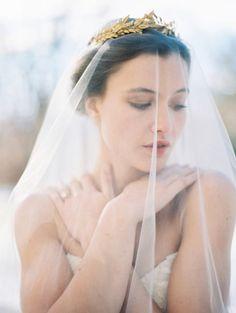 Inspire-se com os melhores penteados de noiva com véu 2017 e use um deles no dia do seu casamento Image: 14