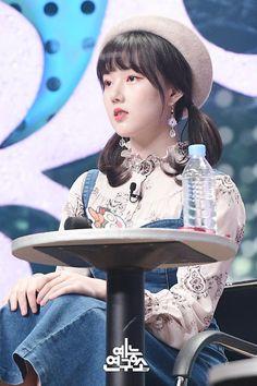 South Korean Girls, Korean Girl Groups, Sinb Gfriend, Jung Eun Bi, Kim Ye Won, Seoul Music Awards, G Friend, Nayeon, Asian Fashion