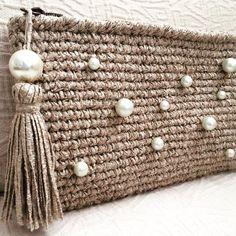 Un bolso de crochet sencillo pero con un toque