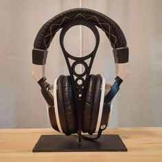 Download Headphone Stand by Aaron Schmidt -