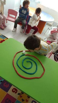 Diy Crafts - preschool,toddler-This Ping Pong Playdough Straw Maze is fun the build and great for developing oral motor skills! Fun for kids of all ag Indoor Activities, Sensory Activities, Toddler Activities, Preschool Activities, Nursery Activities, Preschool Learning, Oral Motor Activities, Teaching, Stem Preschool