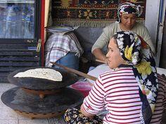 http://turkishtravelblog.com/turkish-street-food/