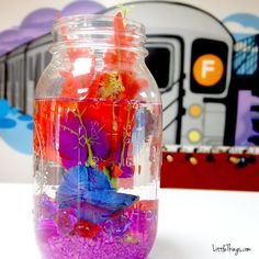 He Dumps Purple Rocks Into A Mason Jar. When I See What He Puts In Next? I Want One! Home Aquarium Fish, Fish Home, Mason Jar Photo, Mason Jar Diy, Saltwater Tank, Saltwater Aquarium, Aquarium Gravel, Diy Tank, Types Of Fish