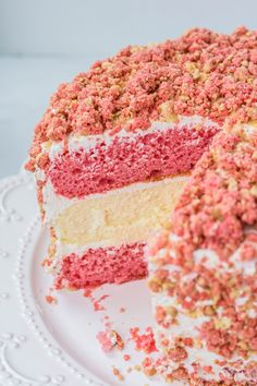 Strawberry Crunch Cake, Strawberry Shortcake Cheesecake, Strawberry Crumble Cake Recipe, Strawberry Delight, Shortcake Recipe, Strawberry Desserts, Chocolate Strawberries, Covered Strawberries, Homemade Cheesecake