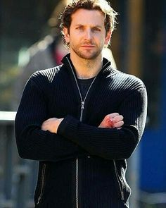 Bradley Cooper Age, Bio, Net Worth & More - Famous World Stars Bradley Cooper Age, Brad Cooper, Evolution Of Fashion, Bollywood Actors, Beautiful Men, Cool Outfits, Hollywood, Celebs, Stars