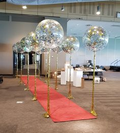 Confetti balloons with gold shimmer curtain tails framing this red carpet entran… , - corporate event ideas Hollywood Sweet 16, Hollywood Red Carpet, Hollywood Party, Red Carpet Theme Party, Red Carpet Event, Confetti Balloons, Clear Balloons, Red Birthday Party, Prom Decor