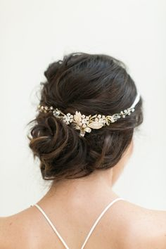 Gorgeous bridal hair: http://www.stylemepretty.com/little-black-book-blog/2015/06/12/8-tips-for-finding-the-perfect-wedding-dress/ | Photography: Josh Gruetmacher - http://www.joshgruetzmacher.com/