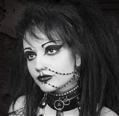 Goth Style Her jewlery could not look any better! Love the little chains that go from her nose to he Makeup Inspo, Makeup Inspiration, Makeup Ideas, Moda Punk, Goth Look, Goth Style, Goth Subculture, Goth Hair, Look Man