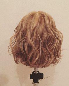 ねじねじだけで誰でも簡単♡マンネリ知らずのボブアレンジ特集 - LOCARI(ロカリ) Short Permed Hair, Short Curly Haircuts, Curly Hair Cuts, Permed Hairstyles, Curly Hair Styles, Digital Perm Short Hair, Korean Short Hair, Ash Blonde Hair, Hair Arrange