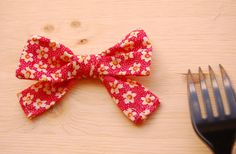 25 Gorgeous DIY Gift Bows (that look professional!)   http://helloglow.co/25-diy-gift-bows/
