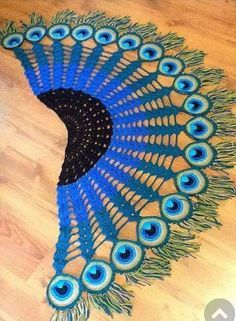 Peacock Feather Scarf – Crochet Pattern Source by Poncho Au Crochet, Crochet Scarves, Crochet Motif, Crochet Designs, Crochet Clothes, Crochet Lace, Crochet Stitches, Crochet Patterns, Knitting Scarves